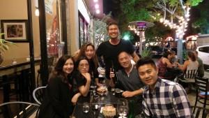 wine-bar-guests02