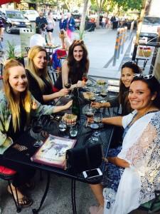 wine-bar-guests04