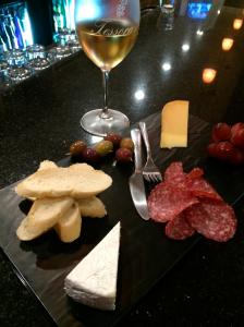 wine-cheese-platter